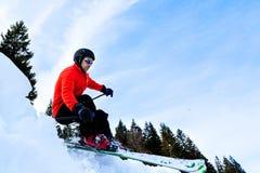 Schnitzen des Skifahrers Stockbilder