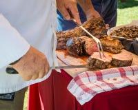 Schnitzen des zarten Lendenstücks des Rindfleisches Stockbild