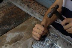 Schnitzen Sie Tafelsilber, Chiang Mai, Thailand lizenzfreies stockfoto