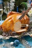 Schnitzen von der gebratenen Türkei für weiße Weihnacht stockfotografie