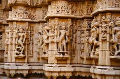 Schnitzte sch?n Idole, den Jain Tempel, aufgestellt im Fortkomplex, Jaisalmer, Rajasthan, Indien stockfoto
