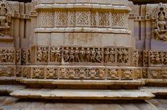 Schnitzte sch?n Idole, den Jain Tempel, aufgestellt im Fortkomplex, Jaisalmer, Rajasthan, Indien lizenzfreies stockbild