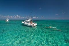 Schnorcheln im karibischen Meer Stockbild