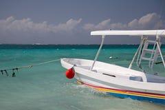 Schnorchelndes Boot im Jachthafen Stockfoto