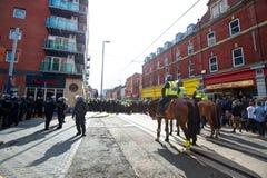 Schnur der berittenen Polizei und der Bereitschaftspolizei Stockbild