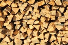 Schnur des reifen Brennholzes lizenzfreies stockbild