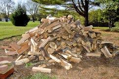 Schnur des Spalten-Brennholzes Stockfotos