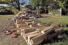 Schnur des Spalten-Brennholzes Stockfotografie
