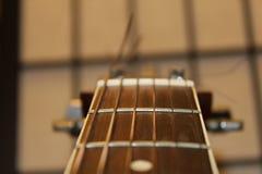 Schnur-Nahaufnahme der Akustikgitarre-sechs Stockfotos