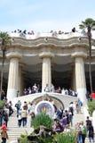 Schodek i kolumnada przy parkowym guell Obrazy Stock