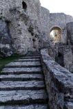 Schodek wśrodku średniowiecznego grodowego Spissky Hrad w Sistani Zdjęcia Stock