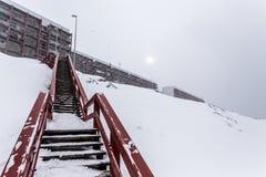 Schodki żywy blokują, po ciężkiego opadu śniegu Nuuk, Greenla Obrazy Stock