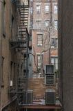 Schodki dla pożarniczej ucieczki przy tylną ulicą w Miasto Nowy Jork Obrazy Royalty Free