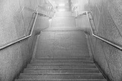Schodki dostęp podziemny tunel, szczegół schodki f zdjęcia royalty free