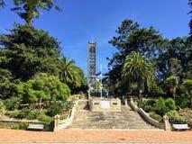 Schodki i otaczający ogródy prowadzi w Trafalgar Square i Chrystus Kościelną katedrę w Nelson, Południowa wyspa, Nowa Zelandia zdjęcie royalty free