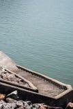 Schodki na tamie rzeka Zdjęcia Royalty Free