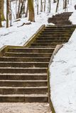 Schodki w zima jawnym parku obrazy stock