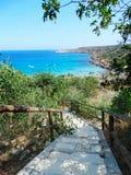 Schodki wyrzucać na brzeg wybrzeża krajobrazowego morze śródziemnomorskie Cypr isl Obraz Stock