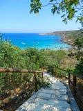 Schodki wyrzucać na brzeg wybrzeża krajobrazowego morze śródziemnomorskie Cypr isl Obrazy Stock