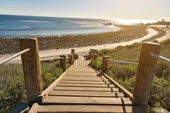 Schodki zestrzelają ocean w Malibu fotografia royalty free