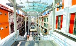 Schody Chinatown i MRT stacyjny wejście wśród historycznie ikonowych projektujących budynków lokalizować w Porcelanowym miasteczk obraz stock