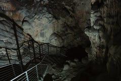 Schody iść głęboko w jamę, piękny iluminujący format Obrazy Royalty Free