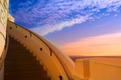 Schody niebieskiego nieba tło Zdjęcie Stock