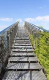 Schody niebo - stalowy schody iść do niebieskiego nieba z chmurami Fotografia Stock
