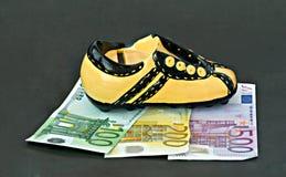Schoeisel de geldbank Stock Foto's