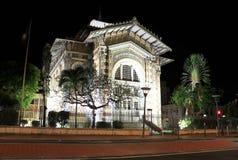Schoelcher arkiv, Fort de France, Martinique på natten Royaltyfri Fotografi