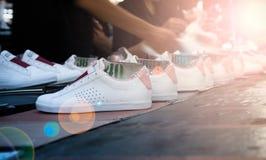 Schoen die fabriek maken Stock Afbeeldingen