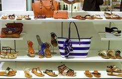 Schoen en kledingsopslag royalty-vrije stock foto's