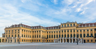 Schoenbrunn宫殿维也纳日落 免版税库存照片