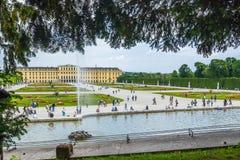 Schoenbrunn slottträdgårdar Wien Arkivbild
