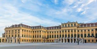 Schoenbrunn slottWien solnedgång Royaltyfria Foton