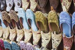 Schoenen in Arabische stijl, markt van Doubai Stock Fotografie