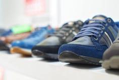 Schoenen in de opslag royalty-vrije stock afbeeldingen