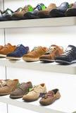 Schoenen in de opslag Stock Afbeelding