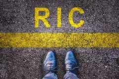 Schoenen en woord RIC die referendum betekenen op het initiatief van de burger op asfalt royalty-vrije stock afbeelding