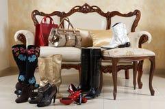 Schoenen, laarzen en handtassen royalty-vrije stock afbeelding