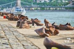Schoenen op de Donau Stock Fotografie