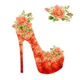 Schoenen op een hoge die hiel met rozen wordt verfraaid. vector illustratie