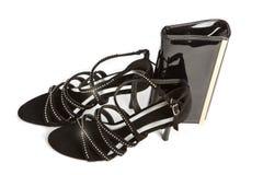 Schoenen op hoge hiel en een avondhandtas stock foto