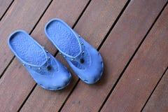 Schoenen op terras stock foto