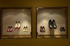 Schoenen op venster Stock Foto