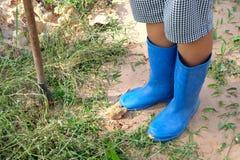 Schoenen voor Landbouwer en spade Stock Afbeelding