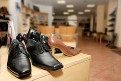 Schoenen voor verkoop stock afbeeldingen