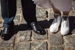 Schoenenbruid en bruidegom royalty-vrije stock foto