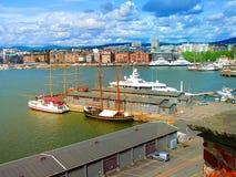 Schoeners, boten, boten op de pijler noorwegen De zomer van 2012 Royalty-vrije Stock Foto's