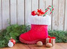 ` Schoentje zetten `, en traditionell sikt för den holländska ferie`-Sinterklaas `en, All del av den traditionella holländska fer Arkivfoto